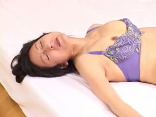 セックス大好き親子が揃ってAV出演!巨乳熟女2人が男優の肉棒を口やマンコで堪能する乱交セックス!