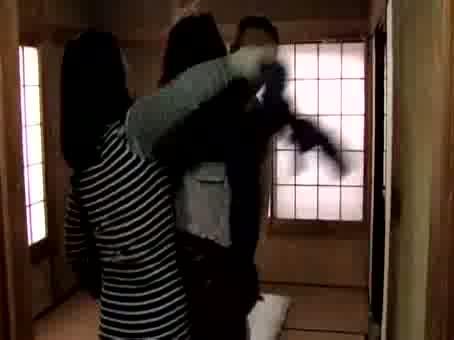 変態旦那婦。近所の奥さんを縛りあげ暴行する亭主をカメラで撮影する奥さんwww-